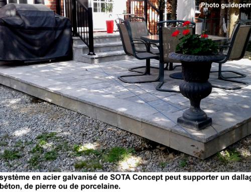 Une terrasse pavée sur une structure d'acier galvanisé
